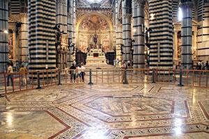 Im Inneren des Doms von Siena