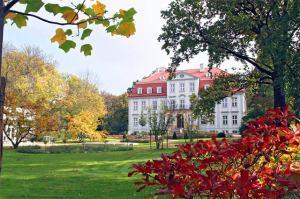 Schloss Güldengossa im herbstlichen deutschland
